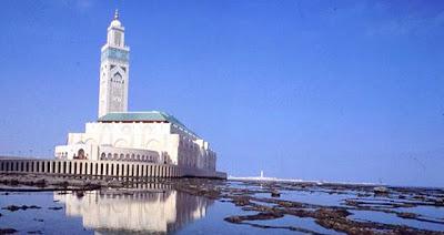 "<a href="" http://2.bp.blogspot.com/-QpPBVqBMgzs/USNI8FYy8HI/AAAAAAAAB8o/TxpLoxjf8mU/s400/Masjid+Termegah+dan+Terbesar+di+Dunia6.jpg""><img alt=""Tempat beribadah umat islam, Masjid Termegah dan Terbesar di Dunia, Masjid Hassan II di Casablanca"" src="" http://2.bp.blogspot.com/-QpPBVqBMgzs/USNI8FYy8HI/AAAAAAAAB8o/TxpLoxjf8mU/s400/Masjid+Termegah+dan+Terbesar+di+Dunia6.jpg""/></a>"