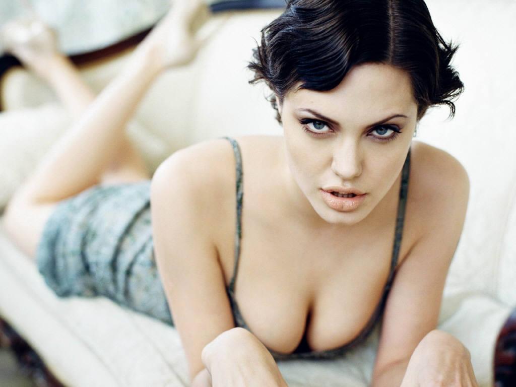 http://2.bp.blogspot.com/-QpY9CWpmnxk/TdnssaumeKI/AAAAAAAAA_s/Wi6Ov-8rvrg/s1600/Angelina-Jolie-6.JPG