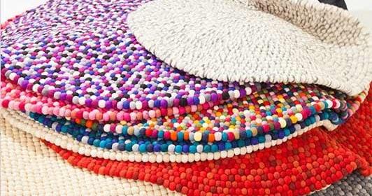 Decor me alfombras de bolas de fieltro con un origen muy - Alfombras redondas infantiles ...