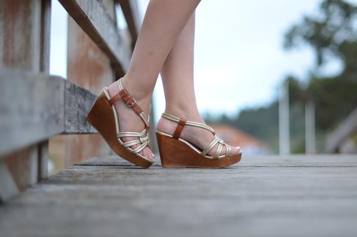 sandalias doradas bimba y lola