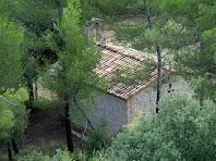 La capella de Sant Andreu amb el campanar d'espadanya a la cara nord-est