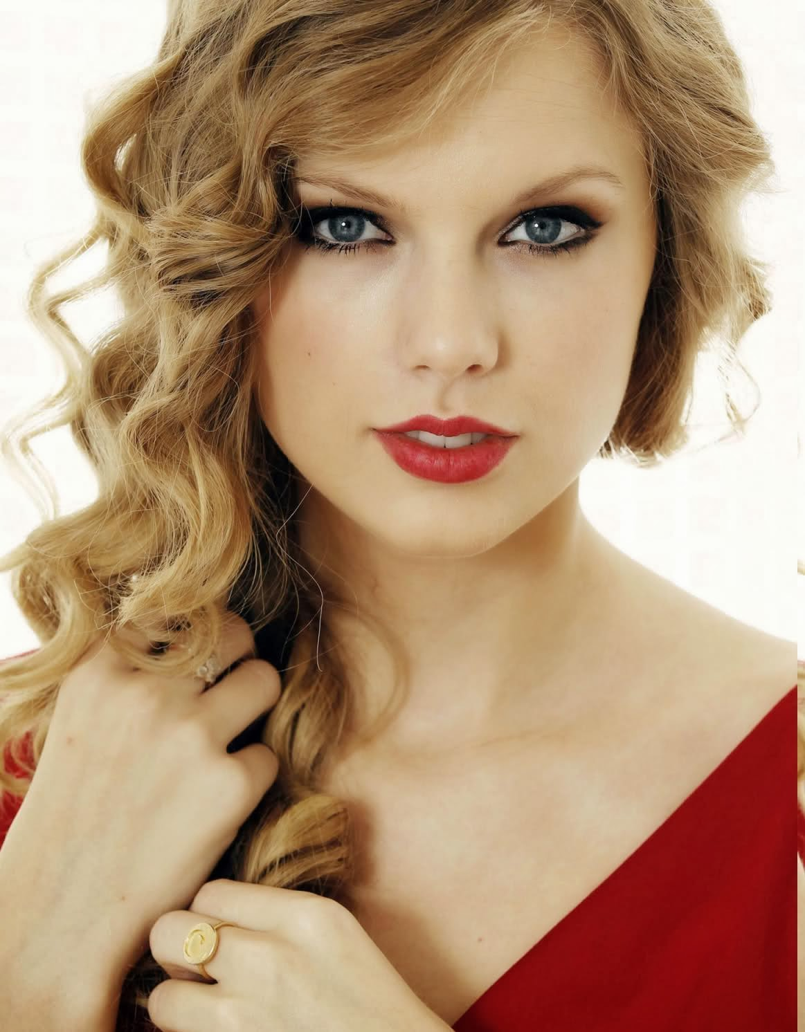 Taylor Swift Hairstyle and Haircuts Ideas
