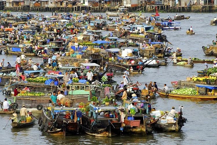 Top 5 attractive floating markets in Mekong Delta.