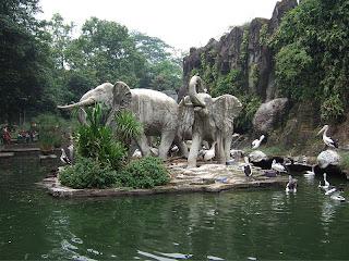 Patung Gajah di Kebun Binatang Ragunan
