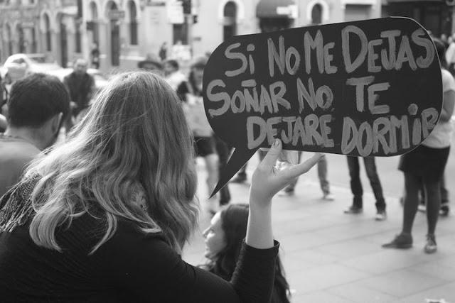CHAMAM-NA DEMOCRACIA E NÃO É