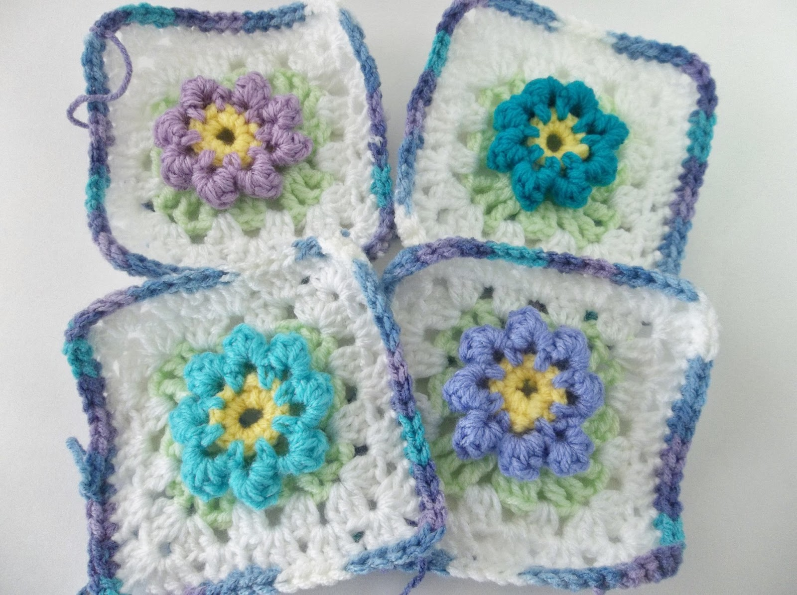 Creating Beautiful Things in Life: Easy Granny Square with Center Flower