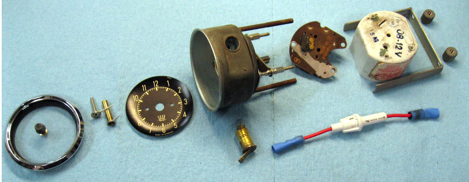 saab journal 2012 this shows the parts of a vdo clock from left to right the chrome ring a retainer ring and the plastic glass the time changing knob