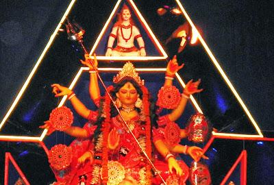 कलकत्ता दुर्गोत्सव केर किछु पूजा पंडालक छवि