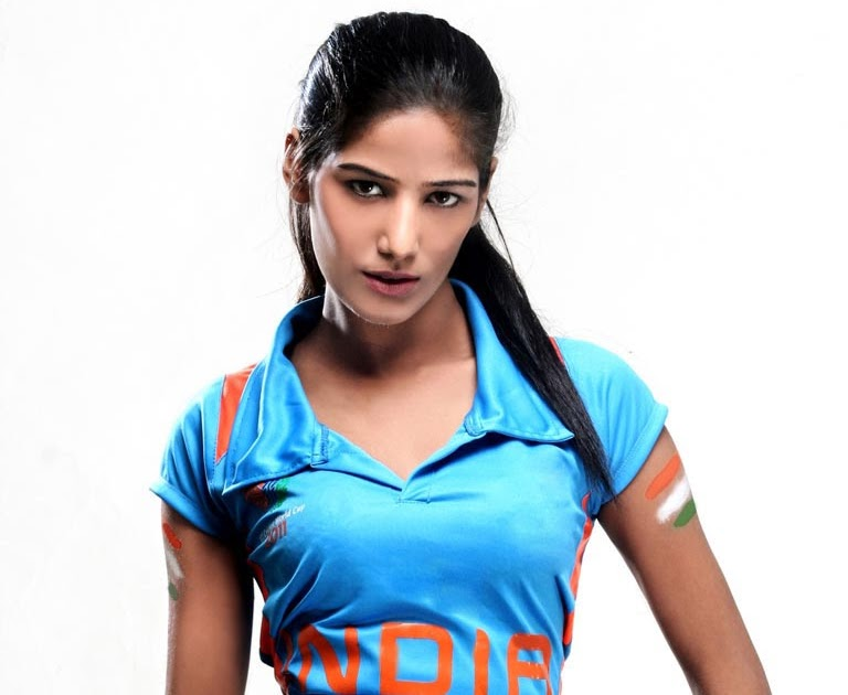 actress height poonam pandey height weight and age