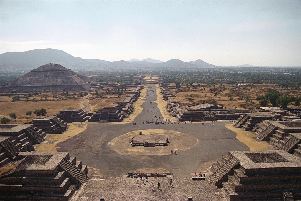 http://2.bp.blogspot.com/-QrfbFdUZhWk/UbCuQeRVndI/AAAAAAAABEw/DG-ODlDPW6I/s1600/5065363152_e6f9c407a6_o,+Teotihuacan,+Avenue+of+the+Dead,+CC+BY+2.0.+Flickr.jpg