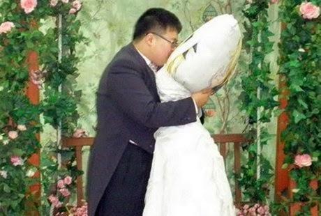 5 Orang yang Menikah Dengan Benda-benda Aneh di Dunia