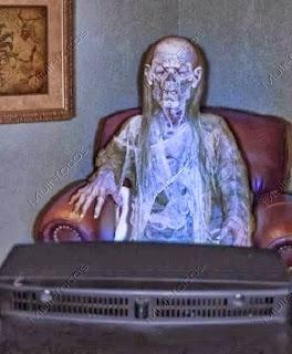 Um cadaver assistindo TV
