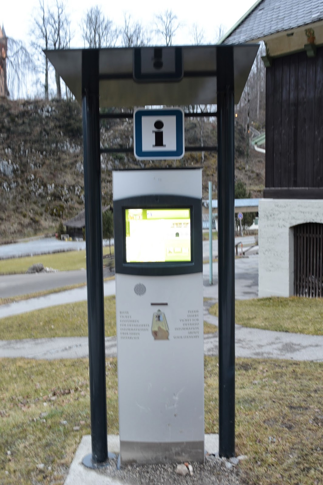 get additional information about sightseeing, shopping restaurant and more on your way to the castles with these info terminals