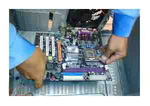 cara memasang motherboard