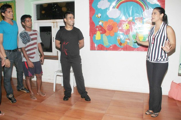 kajol dance lessons with the students actress pics