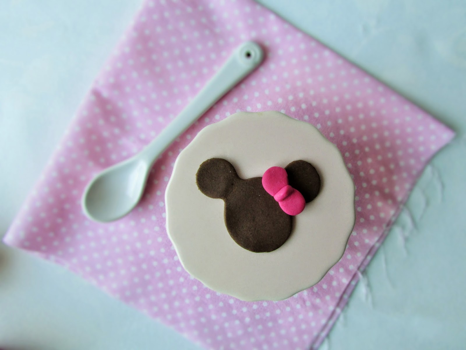 Minnie-mouse-chocolate-fondant