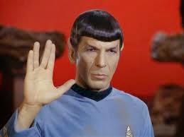 Leonard Nimoy interpreta il vulcaniano Spock