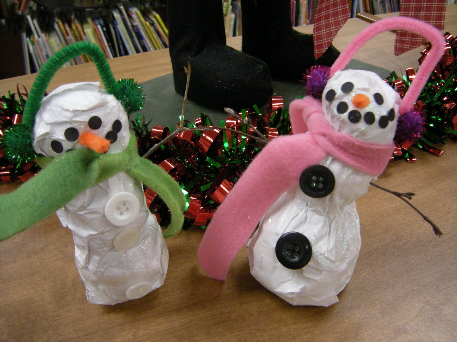 artolazzi papier mache snowmen. Black Bedroom Furniture Sets. Home Design Ideas
