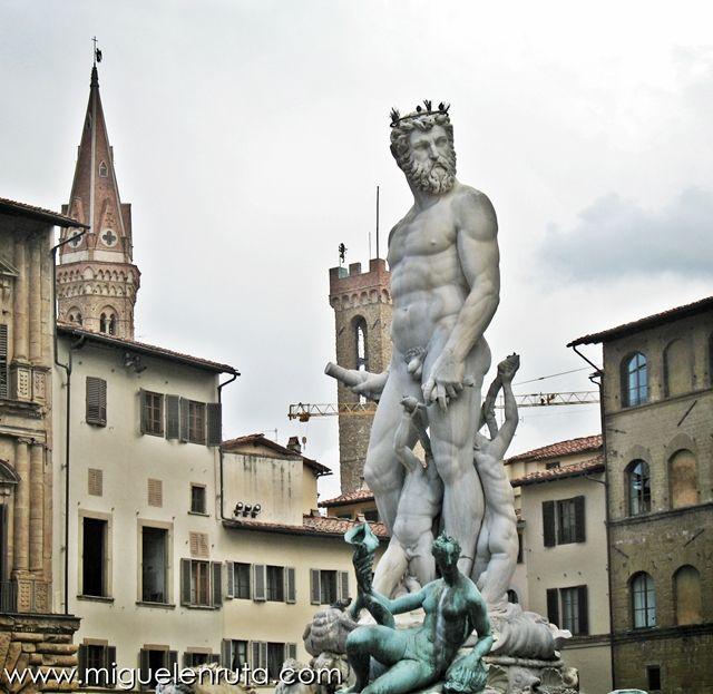 Piazza-della-Signoria-Fontana-Nettuno