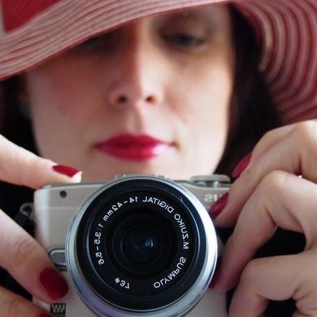 Em píše a fotí