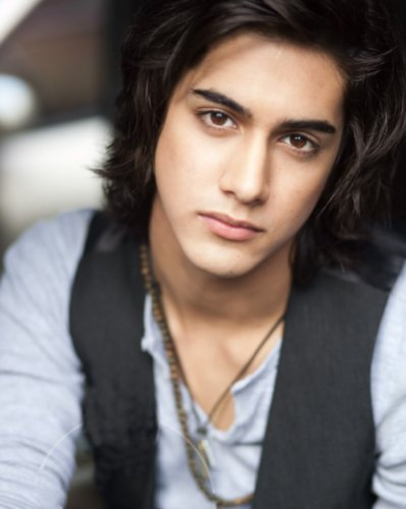 Avan Jogia Net Worth