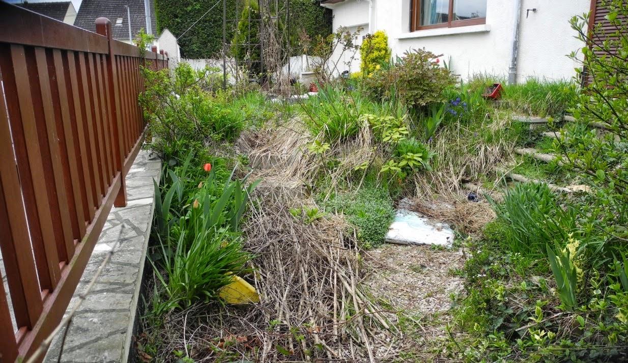 Bassin et terrasse dans un petit espace paysagiste val d for Petit bassin de terrasse