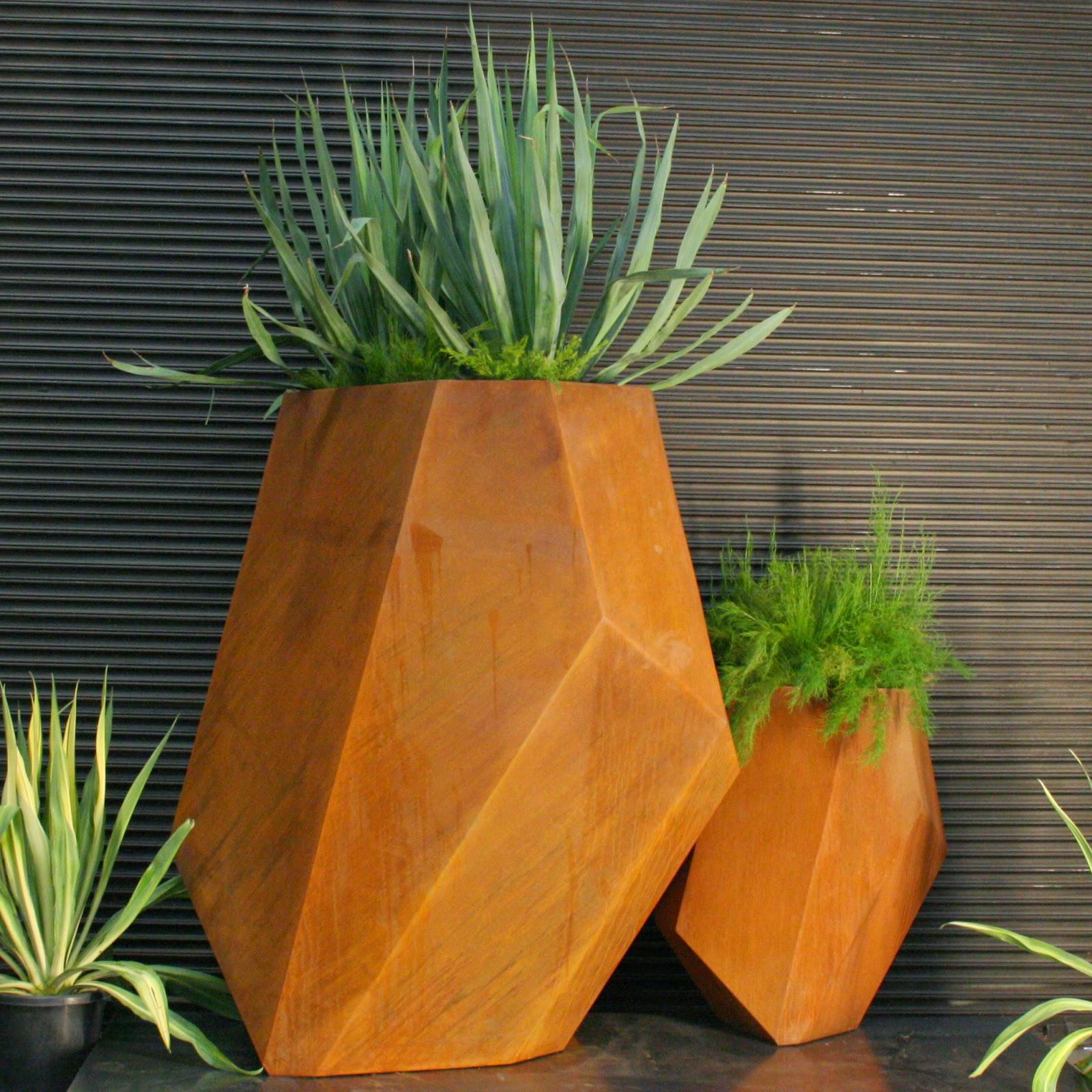 Lump sculpture studio specialising in corten steel shard for Decoration jardin rouille
