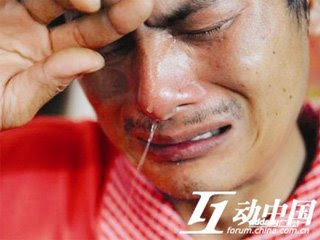 nguoichongdonhen 012117 Chồng trốn trong góc khuất nhìn vợ bị hãm hiếp