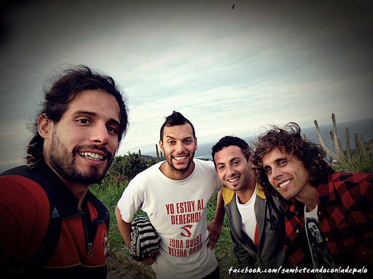 De izquierda a derecha: Carloncho, Pancho, Fabio y yo. La última tarde de Fabio nos fuimos a conocer el mirador de la playa Brava, en Buzios, un lugar in-cre-í-ble!