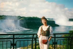 2001年7月,加拿大。气势磅礴的尼阿加拉大瀑布。