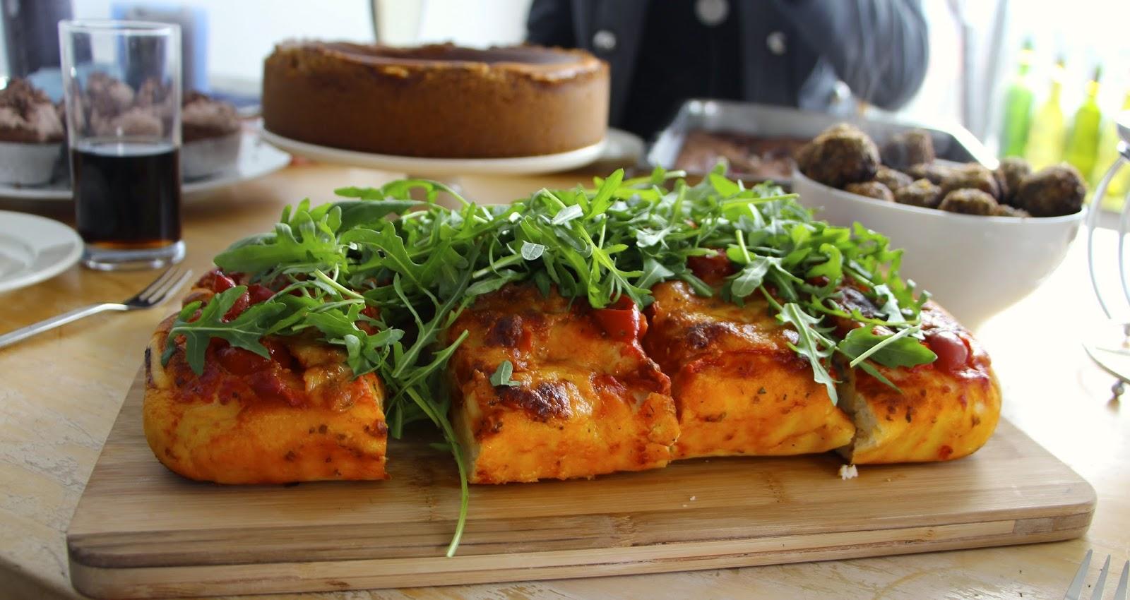 deeg pizzabodem maken