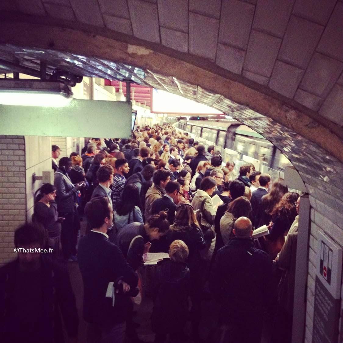 trop de gens dans le métro la solution Autolib