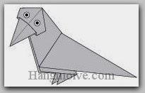 Bước 14: Vẽ mắt để hoàn thành cách xếp con quạ bằng giấy theo phong cách origami.