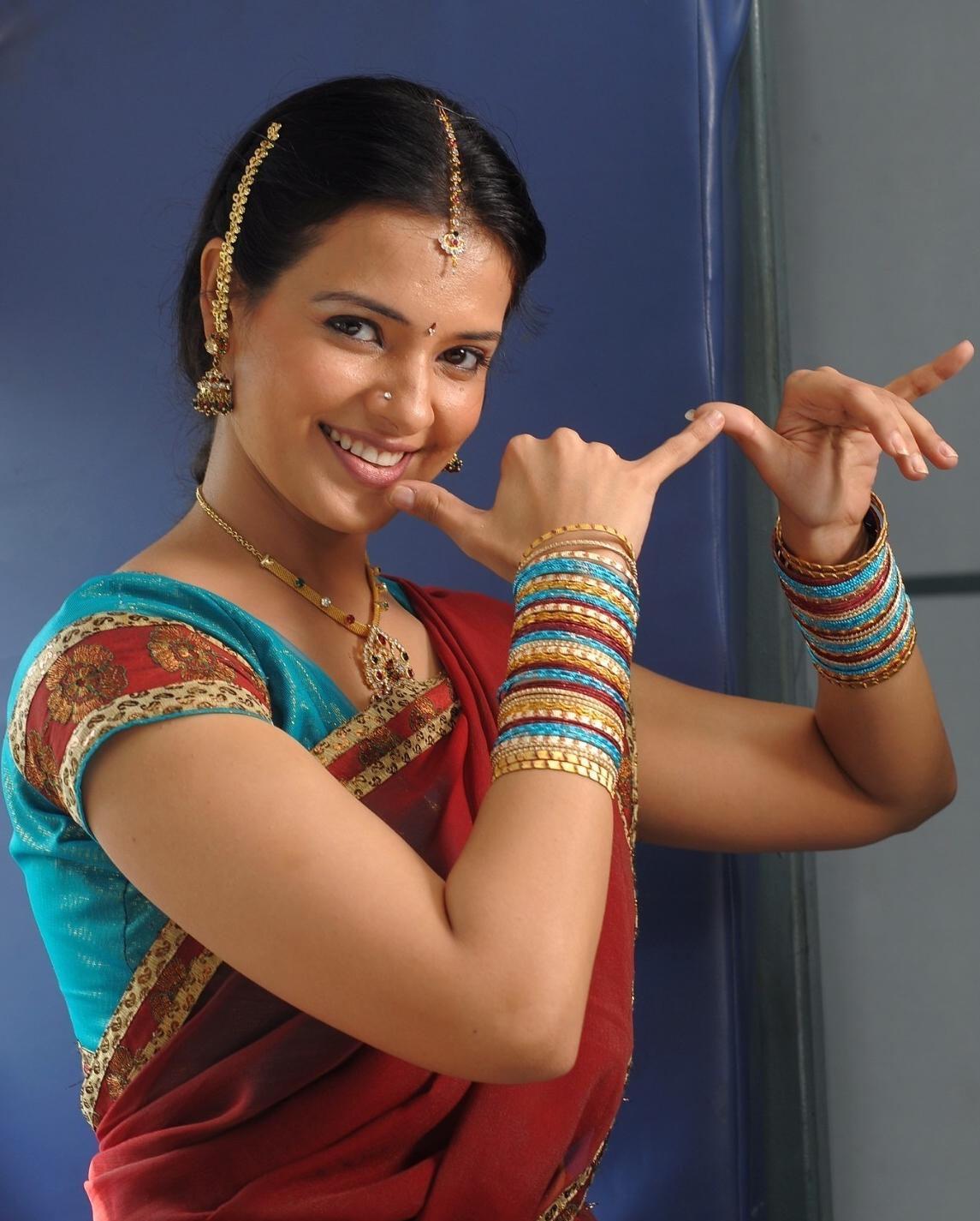 Saloni Looking Beautiful in Telugu Ammayi Dress