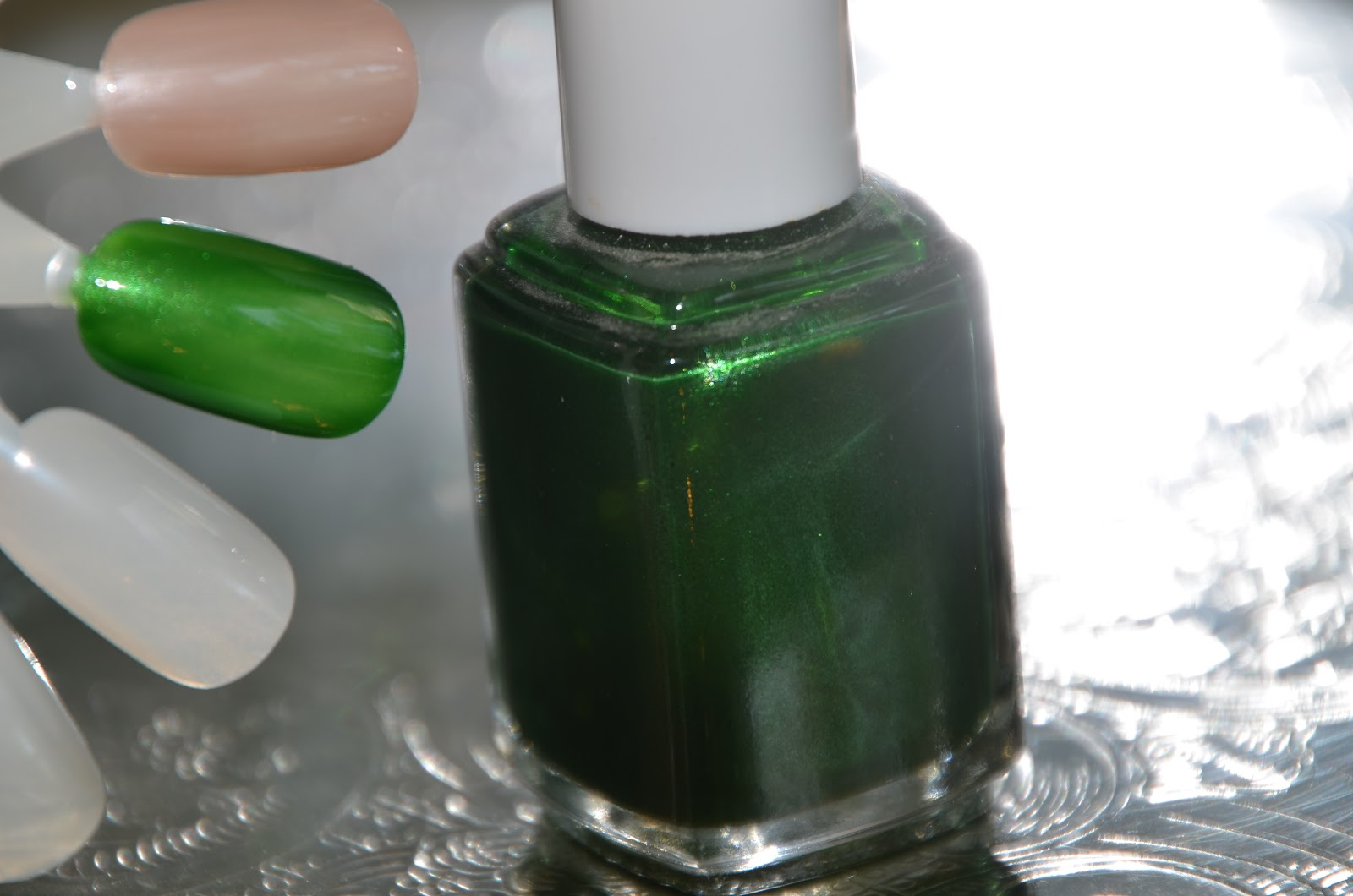 Addicted to Nail Paint: ESSIE Dominica Green
