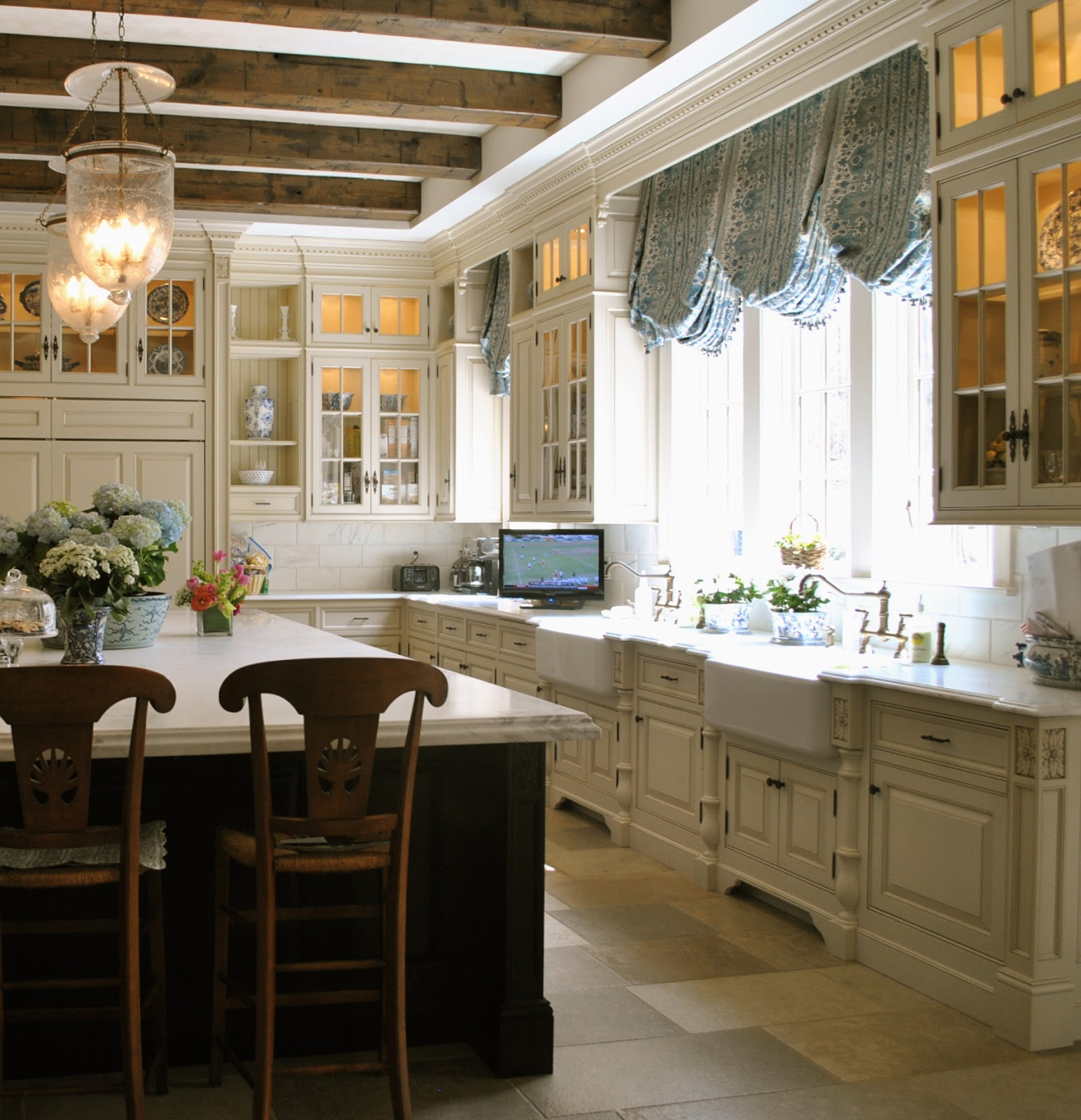 Home Kitchen: Bloggers Beautiful Abodes.....Tina From The Enchanted Home