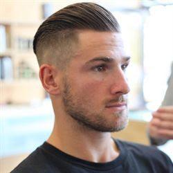 gaya rambut undercut bagian kanan