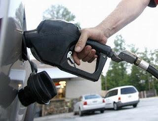 لماذا يحب البعض رائحة البنزين؟