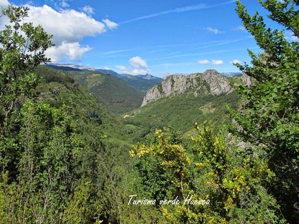 Senderos de huesca sendero accesible mirador del is bena for Mirador del pirineo