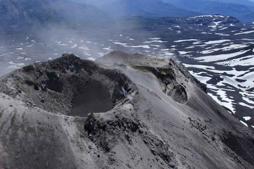 Nevados de Chillan Volcano spews a dense ash plume 1700 m above the crater!