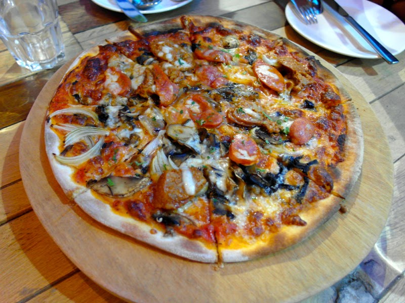Supply and Demand Singapore Esplanade Salsiccia Pizza Food Review lunarrive blog