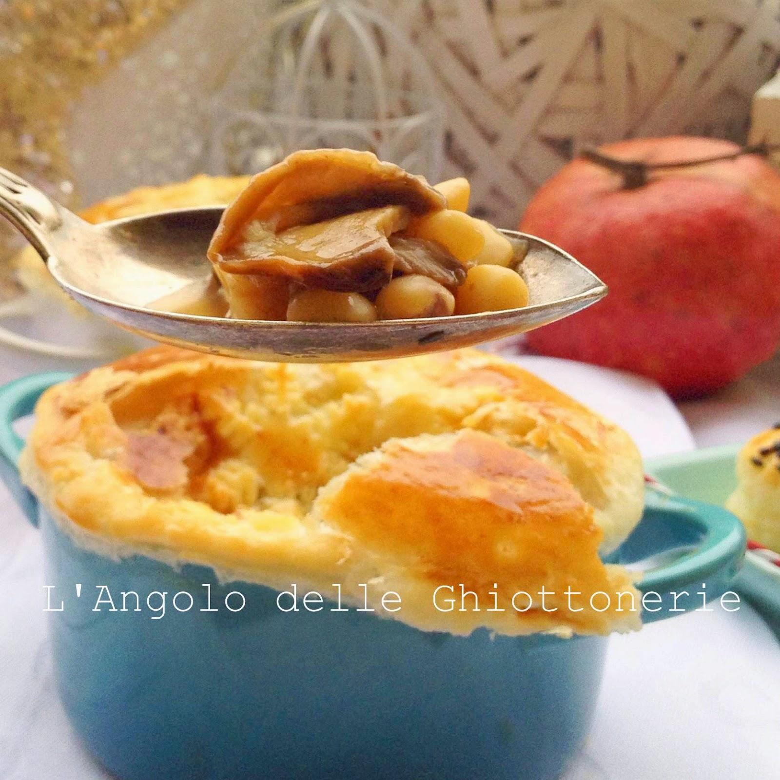 zuppa marchigiana di cicerchie, castagne e porcini, in crosta di sfoglia e ungheresi ai semi vari