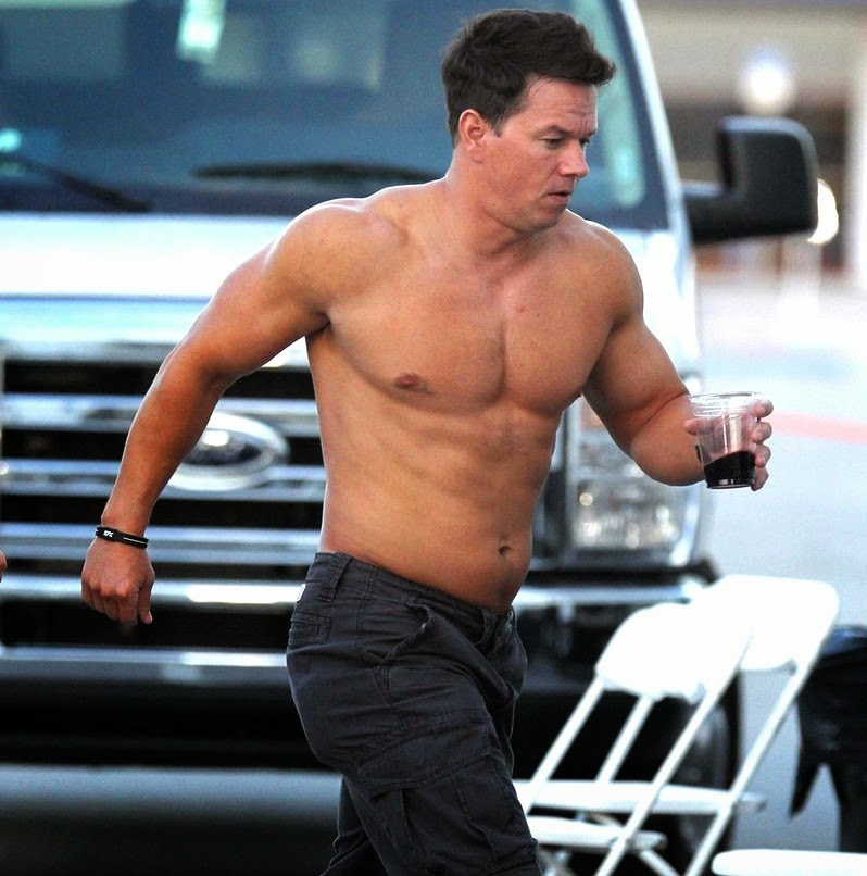 mark-wahlberg-shirtless-hot-body-muscle