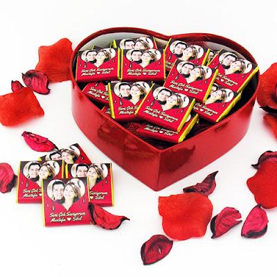 kalp kutuda romantik çikolatalar
