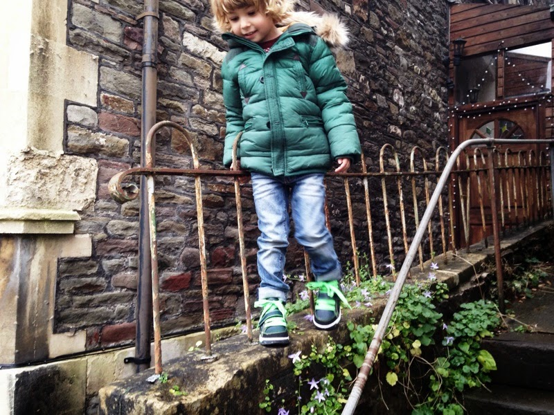 kids megalight full pulse hi-tops by clarks