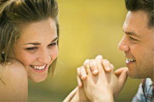 Una mujer  es un suspenso  del deseo y su sonrisa  es un efecto cósmico del amor