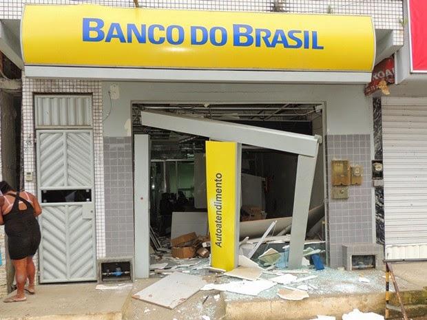 Crime ocorreu na madrugada desta quinta-feira (Foto: Edmarcos Mendes / Blog Amarelinho10)