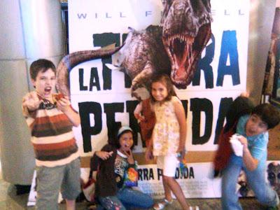 Grupo de niños en cine