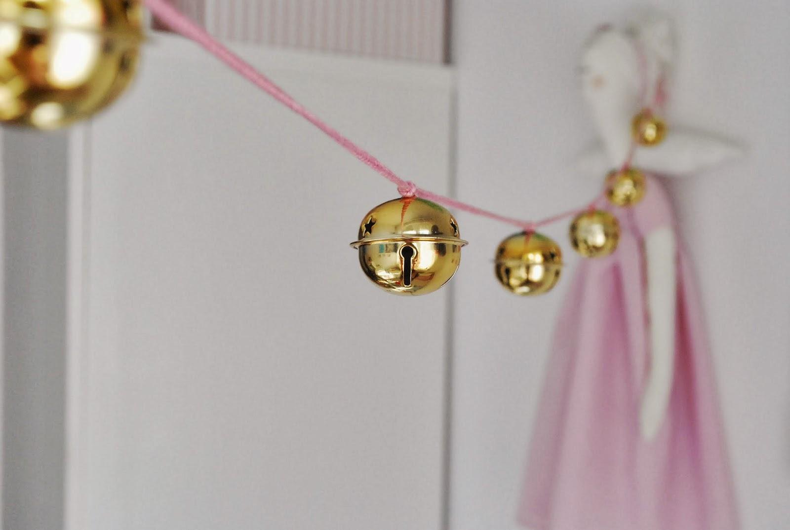 Małe Wilczki DIY: girlanda z dzwoneczków w stylu Numero 74