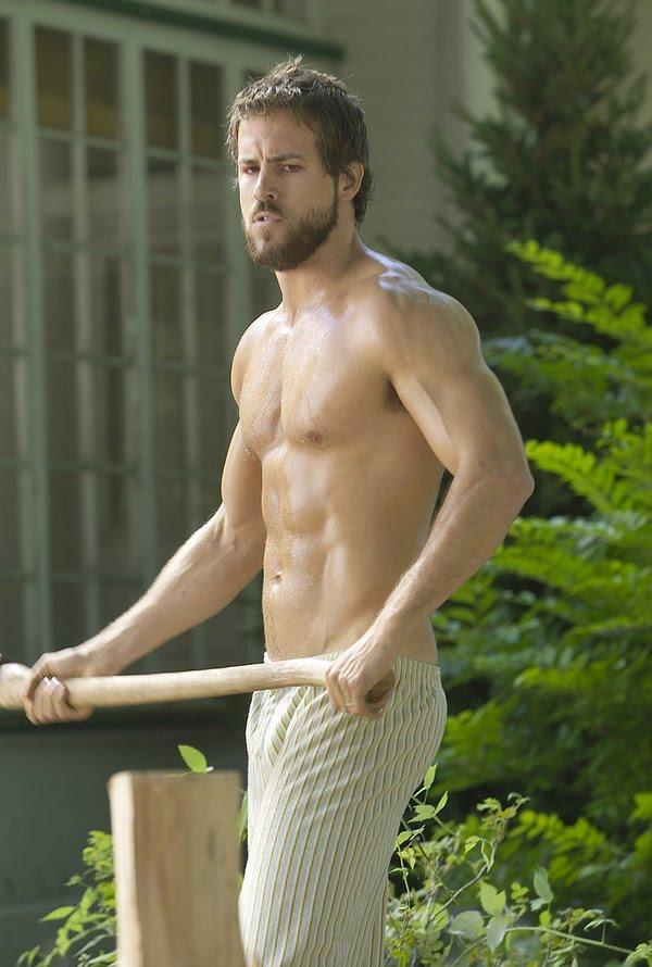 ryan reynolds shirtless. Ryan Reynolds shirtless